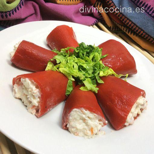 Ingredientes para 4 personas 1 lata de pimientos del piquillo enteros (al menos 2-3 por persona, según tamaño) 1 paquete de palitos de cangrejo Mayonesa 1 latita de atún
