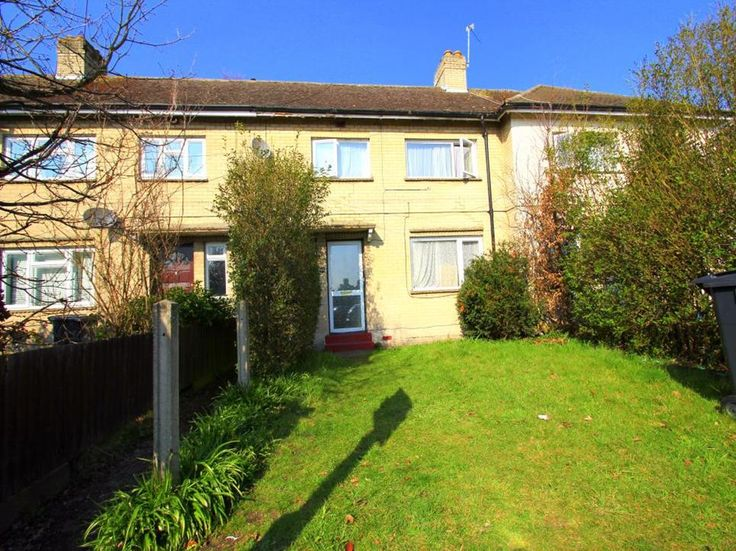 To Let Larchwood Drive , Englefield Green £1,400