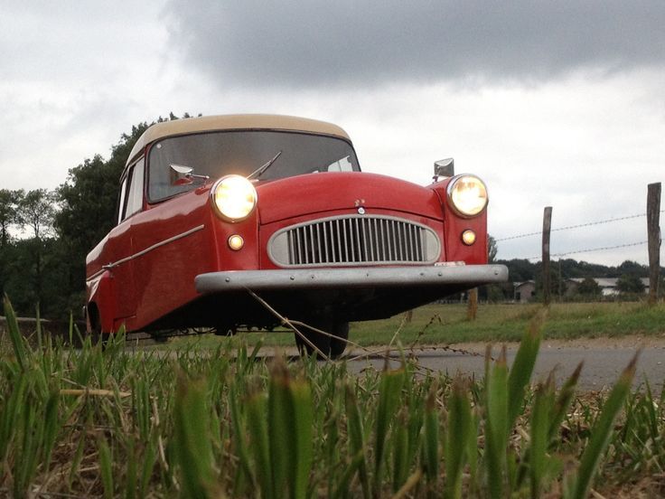 Bond Minicar three wheels on the road