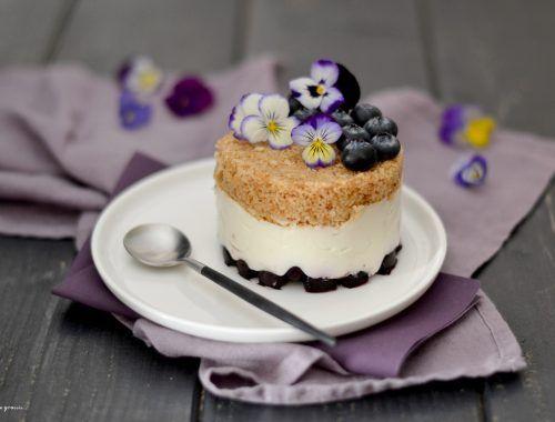 Cheesecakes renversés aux myrtilles & à la noix de coco.