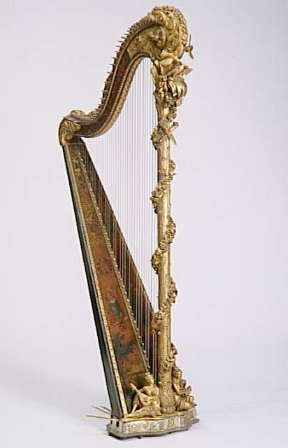 vivelareine:    A harp belonging to Marie Antoinette, created by H. Nadermann in the later quarter of the 18th century.