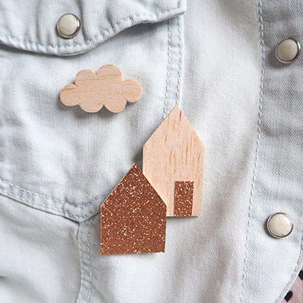 Broche en bois / Wood brooch