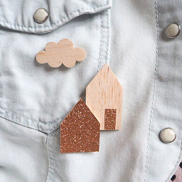 Wooden houses brooch with fabric and glitter.