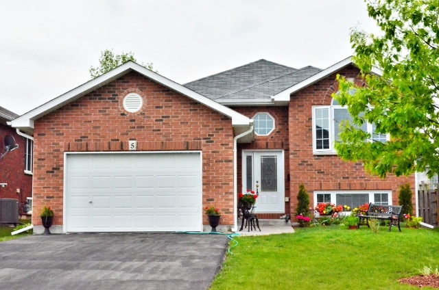 Desirable Northend Location. Excellent Brick Bungalow With 3 Bedrooms and 2 Full Bathrooms. Large Kitchen With Walk-Out To Deck Overlooking The Backyard. Finished Lower Level With A Beautiful Gas Fireplace And High Ceilings, Lots Of Potential. Garage With Door Into House. Shows Beautifully A+++!