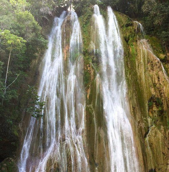 Den Dominikanske Republik har en fantastisk natur, og et sted, som vi er forelskede i, er vandfaldet El Limon. Efter en ridetur ankommer man til dette 30 meter høje vandfald! www.apollorejser.dk/rejser/nord-og-central-amerika/den-dominikanske-republik