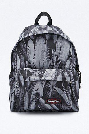 Eastpak - Sac à dos Pak'R rembourré imprimé plumes gris - Urban Outfitters