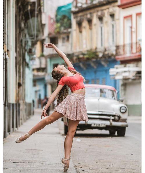 La danseuse Daniela Cabrera dans les rues de La Havane