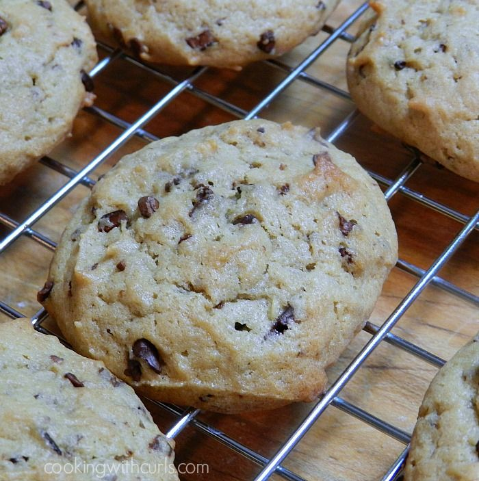 Chunky Monkey Cookies | cookingwithcurls.com | #banana #cocoanibs #peanutbutter