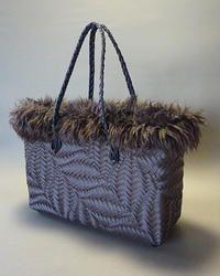 波あじろ編みのケリー風バッグです。  今回の材料は全てハマナカエコクラフトを使用。  アクセントのベルト部分にはエコクラフトブレードを使用。 ...