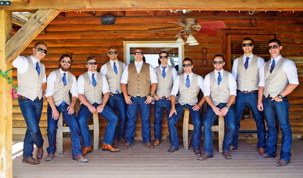 Lake Oak Meadows, California, Wedding Photos: Lindsey + Anthony #bluejeans #wedding #bohemianpretty