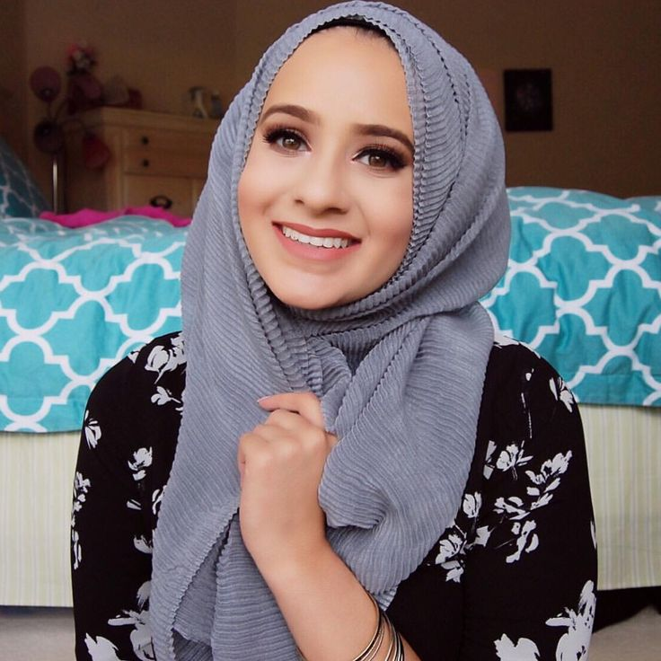 Amazingly styled crinkled hijab from www.thehijabcity.com. So fluffy and comfortable