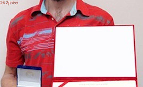 Dárce krve a plazmy dostal plaketu za 250 odběrů, zastavila ho cukrovka