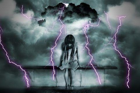 Η έφηβη κόρη μου μετά από ερωτική απογοήτευση υποφέρει. Πώς να την βοηθήσω;