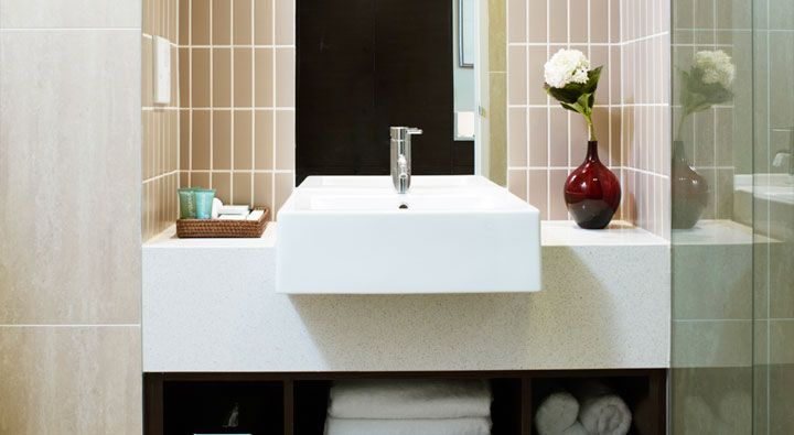 A Standard Twin Room bathroom at Rydges Campbelltown.