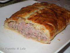 La vraie recette du Pâté Lorrain 250 g de noix de veau 250 g d'échine de porc 250 g de pâte feuilletée 2 échalotes 2 càs de persil coupé fin 1 dl de vin blanc sec sel, poivre 1 jaune d'oeuf pour la dorure