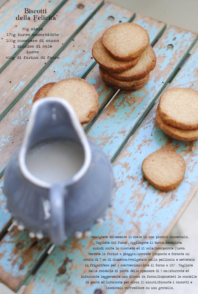 biscotti della felicitá:farina di farro zucchero di canna e miele - val di rose