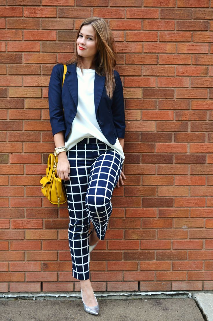 These patterned pants are AMAZING! Love how they look with this bright yellow handbag! #FallFashion