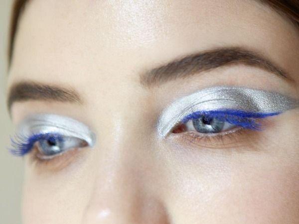 Trucco argento con eyeliner blu elettrico