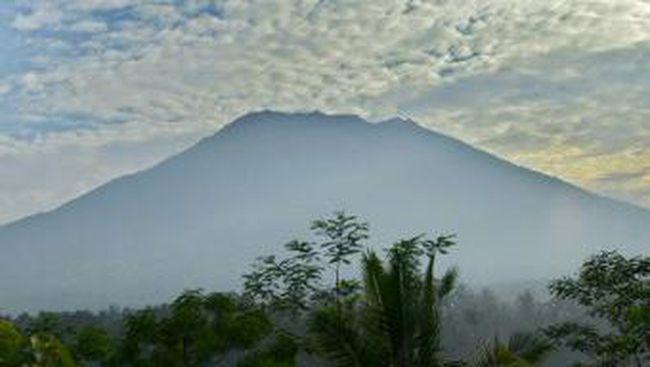 Hoax! Beredarnya Video Erupsi Gunung Agung di WhatsApp