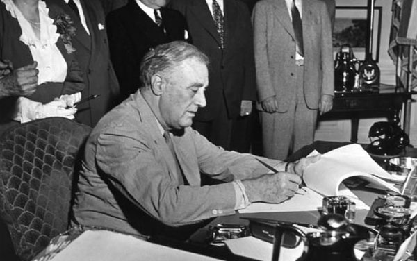 an overview of fair labor standards act of 1938 Was a similar sentiment that resulted in the passage of the fair labor standards act of 1938 (flsa) the act provided: (a) the congress finds that the existence, in industries engaged in commerce or in the production of goods for commerce, of labor conditions detrimental to the mainte.