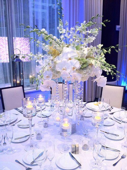 Witte bloemen & bling bling, prachtig voor een bruiloft!
