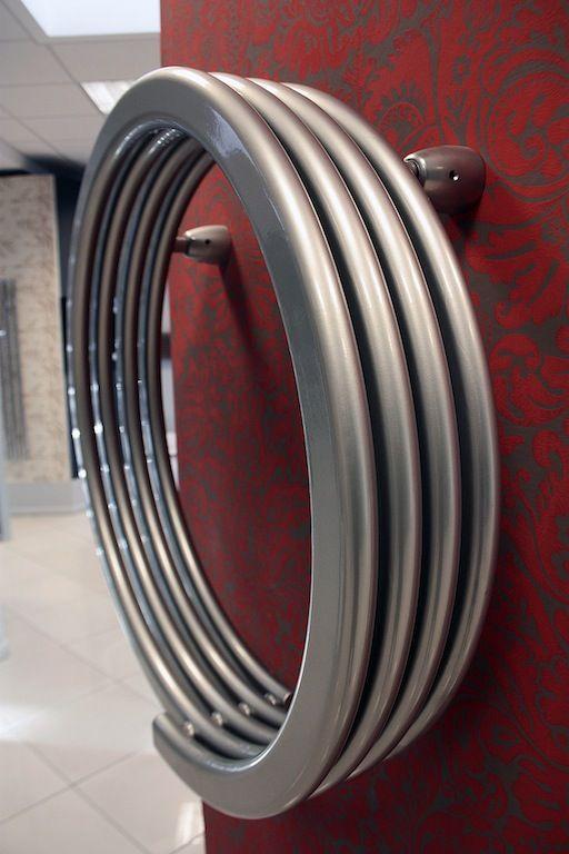 Grzejnik dekoracyjny Hot Hoop Runtal, spiralna forma, stal.