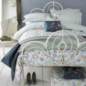 vintage bedroom. love it!