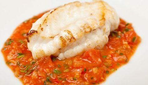 Rape con tomate, jengibre y ajo. Comenzamos la semana con pescado. Vamos a cocinar un Rape con tomate, jengibre y ajo. Un receta sencilla de preparar.