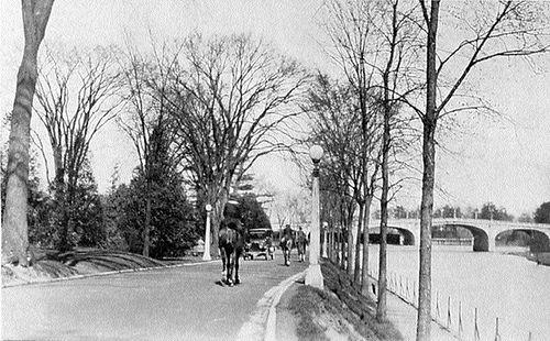 https://flic.kr/p/f4wrkF | Driveway and Bank St. Bridge 1914 | Ottawa, ON
