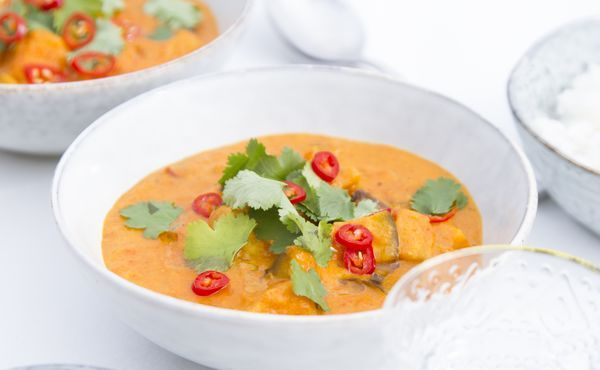 When the weather is cold, we're looking for hearty meals to keep us comfy. But just because the holidays are coming doesn't mean you have to eat unhealthily. These 6 recipes are nutritious, tasty and use fresh ingredients that nourish body and soul.
