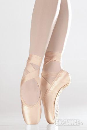 SD07 - Baletné špičky - Obuv - Baletné špičky Natasha - Dokonalý tvar oblúku umožňujúci prácu s nohou, vhodné aj pre Grécku nohu (druhý prst dlhší ako palec), tvarované do U, elastická sťahovacia šnúrka - SoDanca - 5kdance.sk