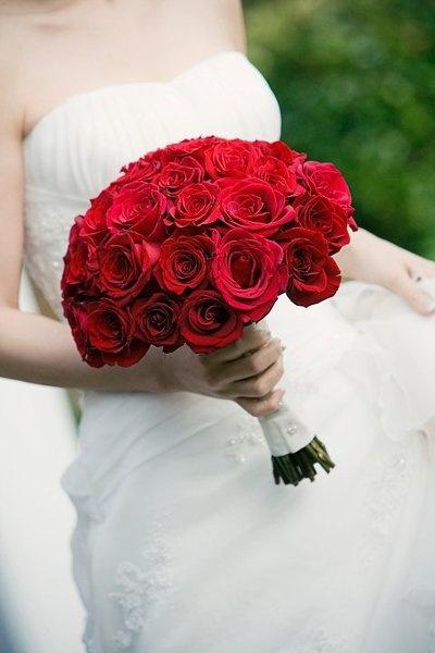 En Riomar fotógrafos nos gusta este ramo de novia. http://riomarfotografosdeboda.com