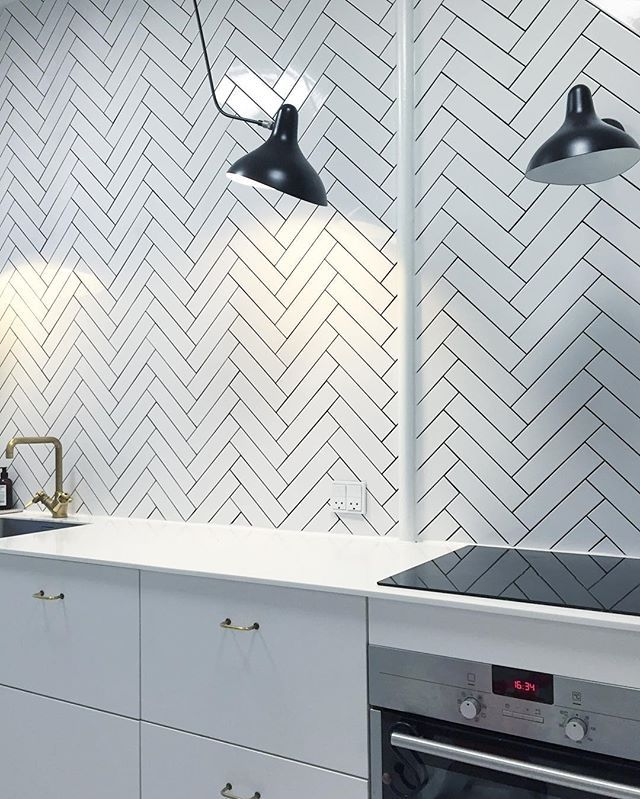 ⚫️ Mit køkken ⚫️ #hjemmehosmettehelena #booklynfliser #mosaikhjørnet #retrovilla…