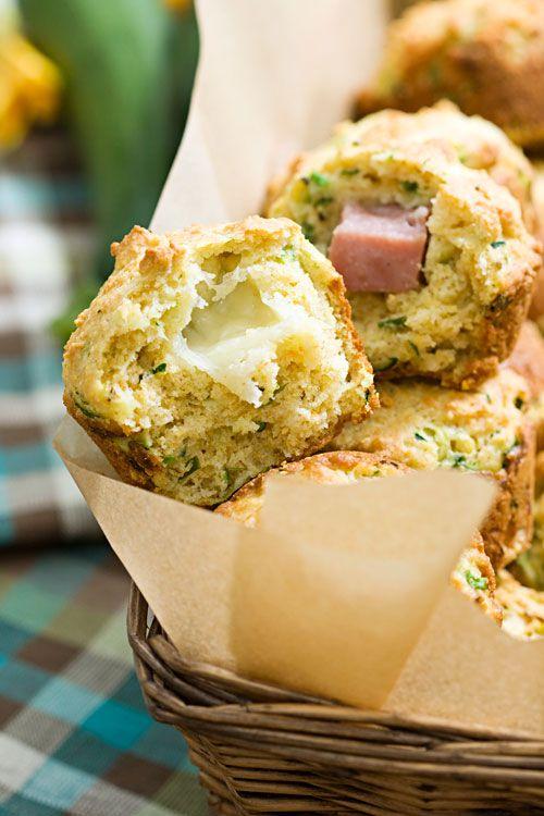 Zucchini Muffins Parmigiano con mozzarella fresca e ripieni Ham