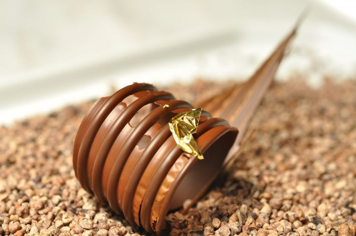 contemporary chocolate decoration by Eddy Van Damme