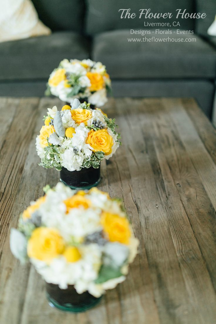 White, yellow and grey centerpieces