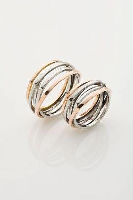 Jedinečné snubní prsteny vyrobené ručně z bílého a červeného zlata.