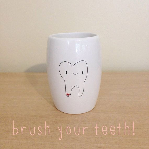 White ceramic toothbrush holder with molar by poussepoussecitron