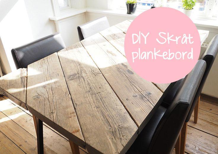 Så er jeg endelig klar med vores DIY skråt plankebordVi har længe gået og været trætte af vores gamle store klodsede spisebord, det var slet ikke vores stil så hver gang vi kiggede på det rynkede vi m