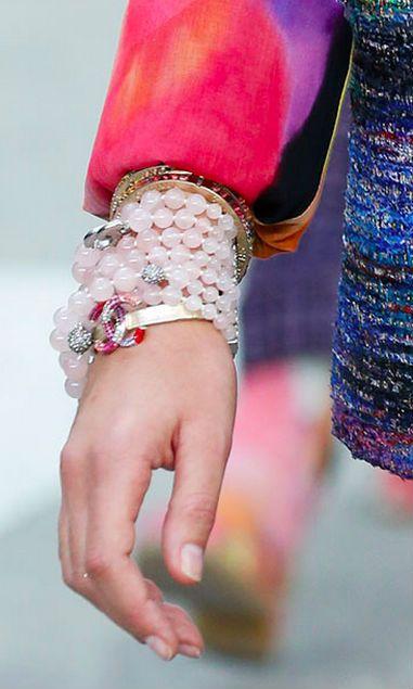 Как носить браслеты из бусин