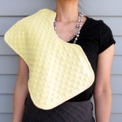 Make your own contoured burp cloths! Full tutorial. Free template.