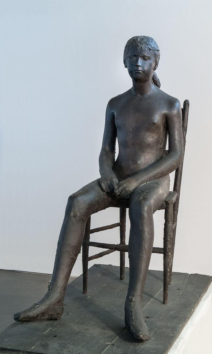 Giacomo Manzu - Bambina sulla sedia - 1955, fusione in bronzo.