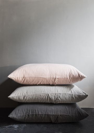 Gorgeous soft cushions in gentle neutral tones. Doesn't the blush work well with the different shades of grey?