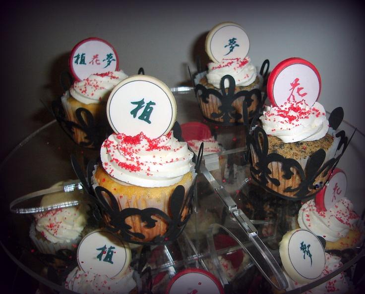 Cupcakes Vainilla/Oreo con Buttercream Vainilla con Monedas Japonesas en chocolate