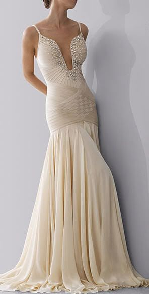 Hollywood style wedding dress. #wedding