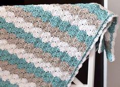 De Schelpsteek is een mooie steek voor een deken enwanneer je iedere toer een andere kleur geeft kun je ook gelijk je restjesgaren ...