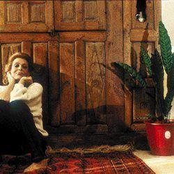 H Μελίνα φωτογραφημένη στο σπίτι της, από τον Νίκο Παναγιωτόπουλο
