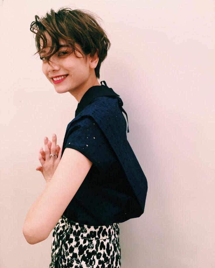 いいね!479件、コメント4件 ― Lyla Iwamoto / 岩本 ライラさん(@lylaa05)のInstagramアカウント: 「@nakai_kakimotoarms 髪の毛いつもセットしていただいてる が、自分でも巻けるようになりたい。」