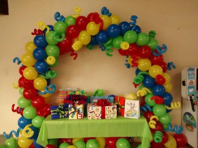 Arco de globos fiesta Joaquin Isaac