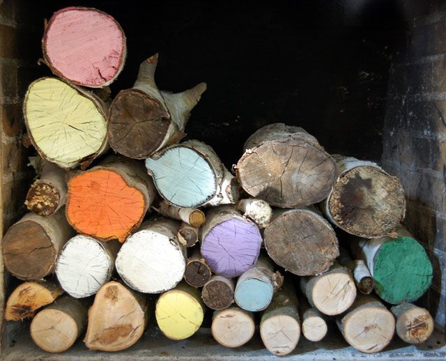 Summer fireplace: painted logs: Painted Wood, Cute Ideas, Awesome Ideas, Paintings Fireplaces, Paintings Wood, Fireplaces Ideas, Fireplace Ideas, Paintings Logs, Painted Logs